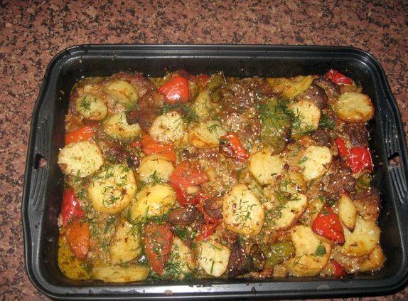 Картошка запеченная с овощами в духовке в рукаве рецепты