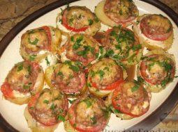 kartoshka-s-farshem-i-pomidorami-v-duhovke-recept_1.jpg
