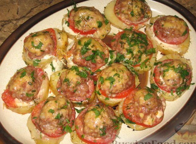 Фарш с картофелем и помидорами в духовкеы