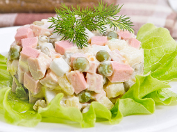 klassicheskij-salat-olive-s-kolbasoj-recept-s-foto_1.png
