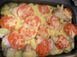 kurica-v-duhovke-s-kartoshkoj-i-pomidorami-recept_1.jpg