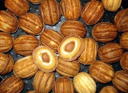 Мягкие орешки со сгущенкой классический рецепт