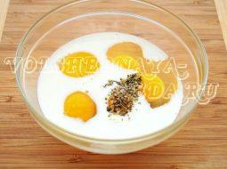 omlet-v-multivarke-recept-s-molokom-i-jajcom_1.jpeg