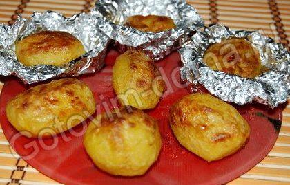 Печеная картошка в фольге в духовке рецепт
