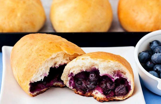 Пирожки с черникой из дрожжевого теста в духовке рецепт с фото