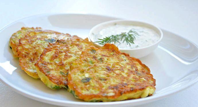 Рецепт оладьев из кабачков с сыром и чесноком