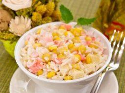 salat-iz-krabovogo-mjasa-klassicheskij-recept_1.jpg