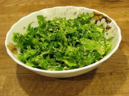 salat-iz-listovogo-salata-recept-s-foto_1.jpg