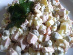 salat-mjasnoj-s-kolbasoj-klassicheskij-recept_1.jpeg