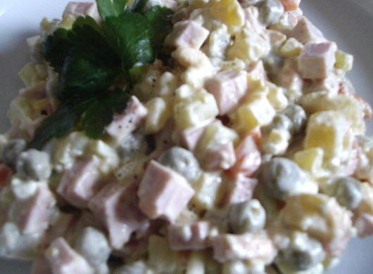 Салат мясной с колбасой классический рецепт