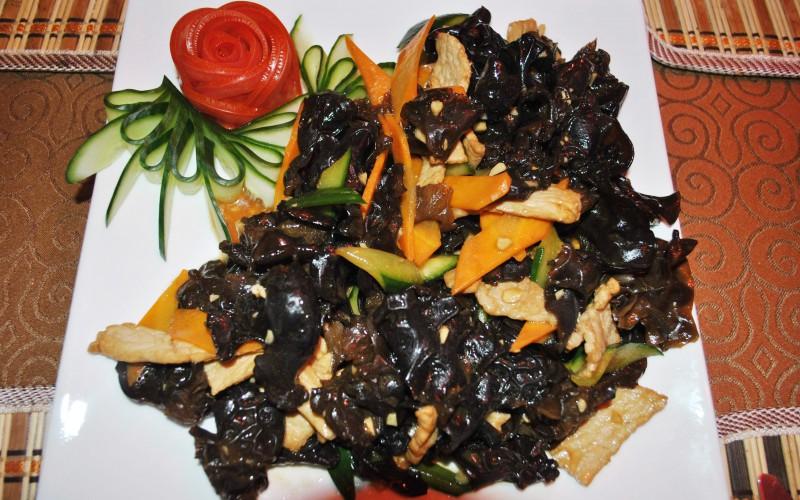 Китайский салат с древесными грибами и фунчозой рецепт
