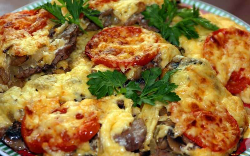 Мясо по-французски из говядины с картофелем в духовке рецепт с фото
