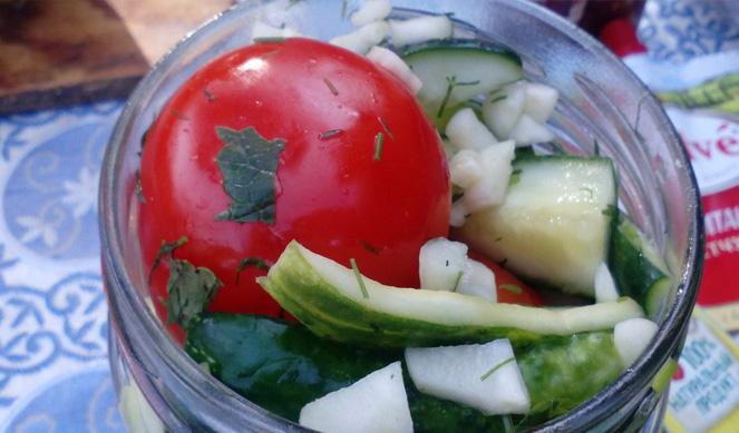 Малосольные огурцы и помидоры рецепт быстрого приготовления в кастрюле