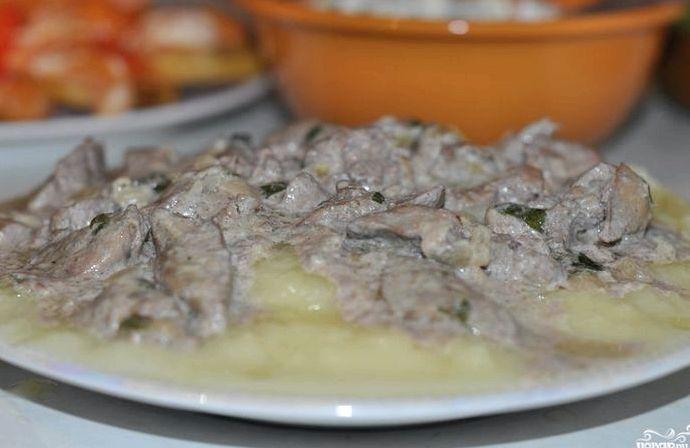 Бефстроганов из печени рецепт со сметаной