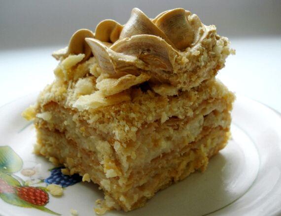 Быстрый торт наполеон из слоеного теста со сгущенкой рецепт с фото