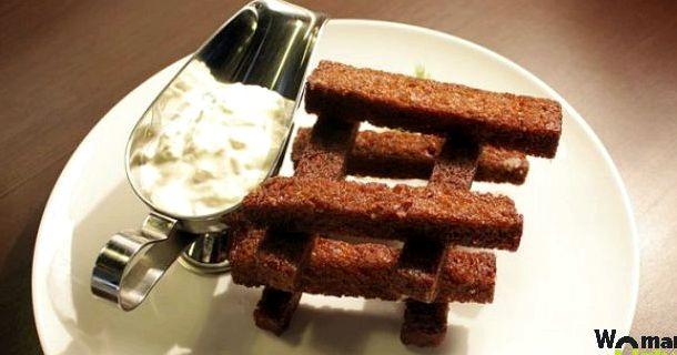 Гренки из бородинского хлеба с чесноком в духовке рецепт