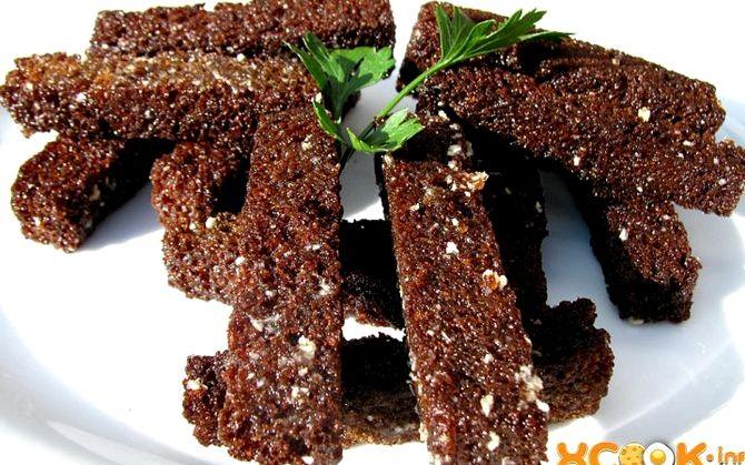 Гренки из черного хлеба с чесноком в духовке рецепт