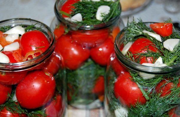 Как солить помидоры на зиму в банках с уксусом рецепт