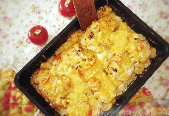 Картошка с мясом в духовке рецепт с фото с помидорами