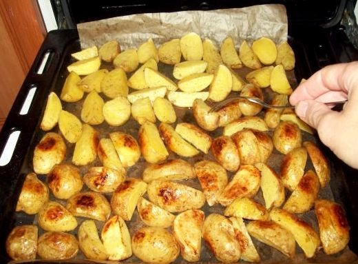 Картошка в духовке в мундире рецепт с фото