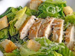 klassicheskij-recept-salata-cezar-v-domashnih_1.jpg