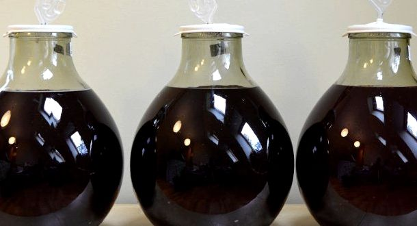 Классический рецепт вина из черной смородины