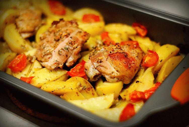 Курица в духовке с картошкой и помидорами рецепт с фото