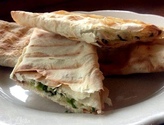 Лаваш с сыром и зеленью на сковороде рецепт с фото