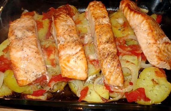 Лосось в духовке с картошкой рецепт с фото