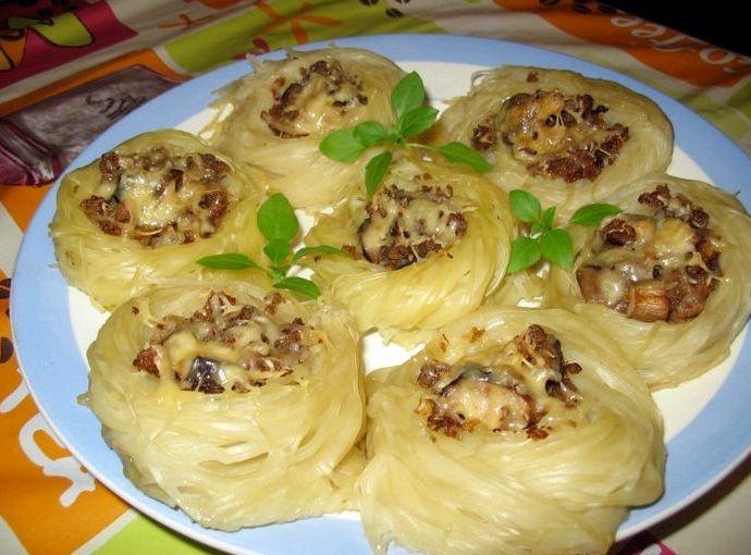 Макаронные гнезда с фаршем в духовке рецепт с фото