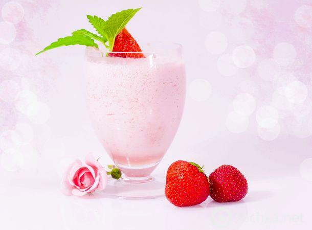Молочный коктейль с клубникой и мороженым рецепт