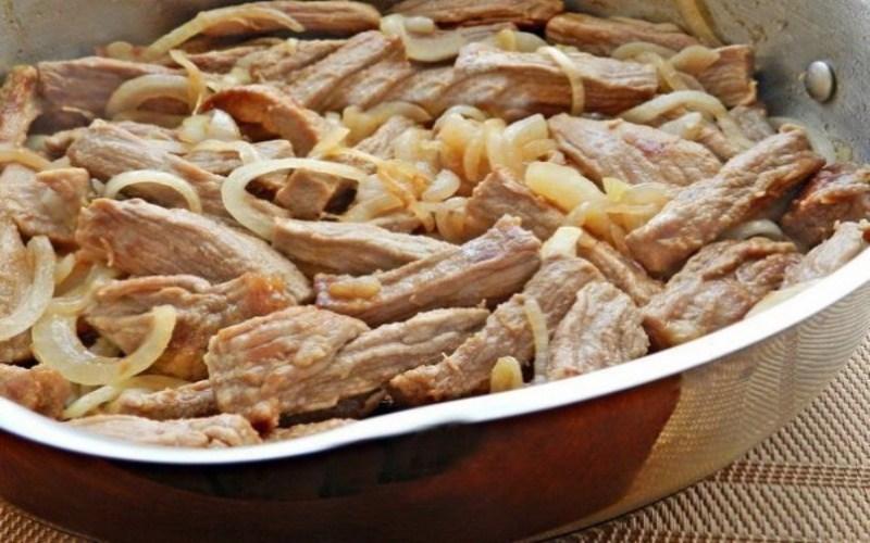 Гуляш из свинины с сметаной рецепт с фото