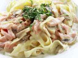 pasta-karbonara-recept-s-gribami-i-bekonom_1.jpg