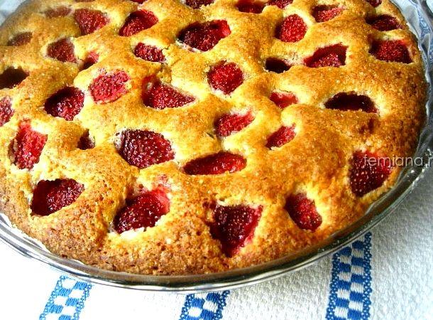 Пирог на сметане с клубникой рецепт с фото