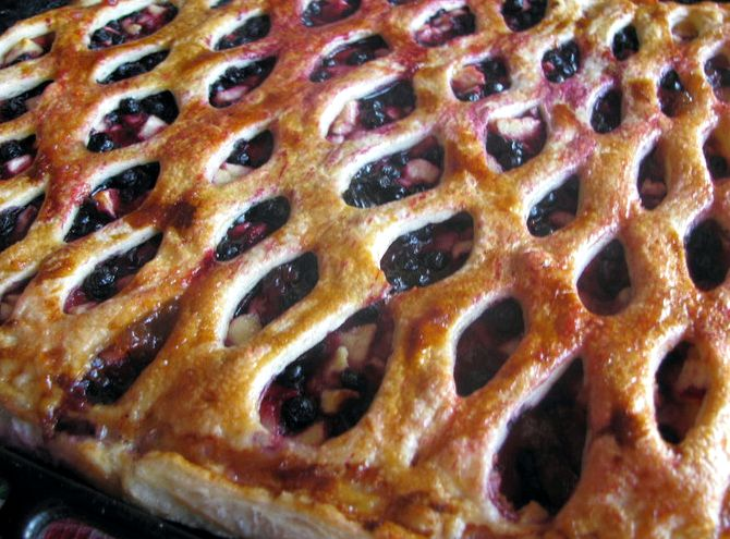 Пирог с черникой из слоеного теста рецепт с фото