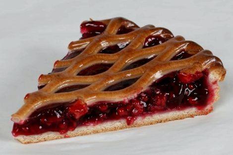 Пирог с клубникой из слоеного дрожжевого теста рецепт с фото