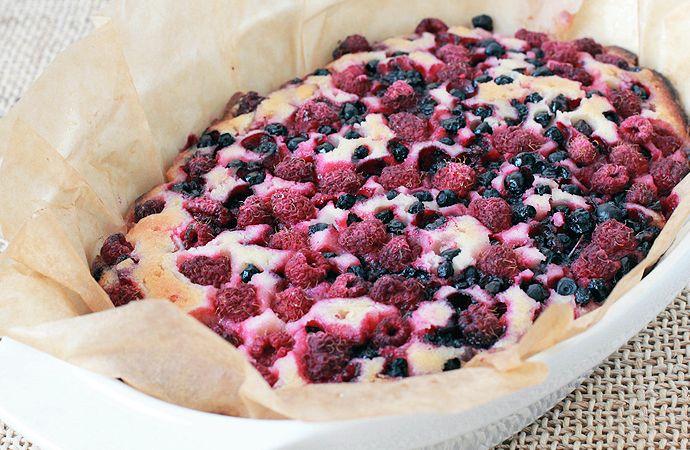 Пирог с малиной и черникой рецепт с фото