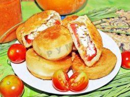 Рецепт бомбочки с помидорами и сыром