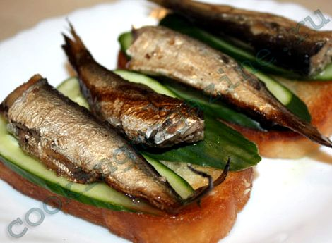 Рецепт бутербродов со шпротами и огурцом