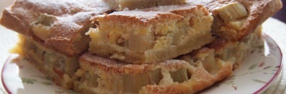 Рецепт из слоеного теста пирога с ревенем