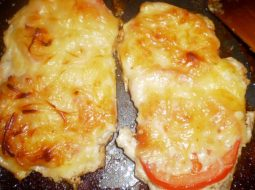 recept-kurica-s-pomidorami-i-syrom-v-duhovke_1.jpg