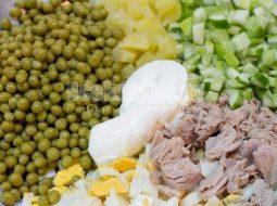 recept-salata-iz-konservirovannogo-tunca-s-foto_1.jpg