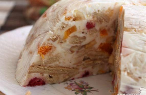 Рецепт желейного торта с фруктами и печеньем