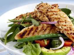salat-s-kuricej-i-avokado-recept-s-foto_1.jpg