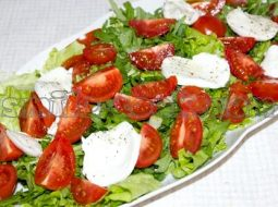 salat-s-rukoloj-recept-s-foto-ochen-vkusnyj_1.jpg