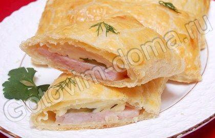 Слойка с ветчиной и сыром из слоеного теста рецепт с фото