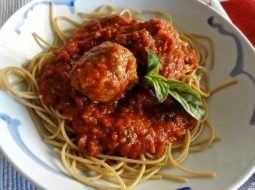 spagetti-s-frikadelkami-v-tomatnom-souse-recept-s_1.jpg