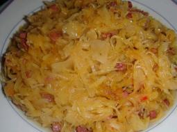 tushenaja-kvashenaja-kapusta-s-sosiskoj-recept-s_1.png