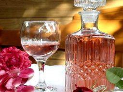 vino-iz-lepestkov-roz-v-domashnih-uslovijah_1.jpg