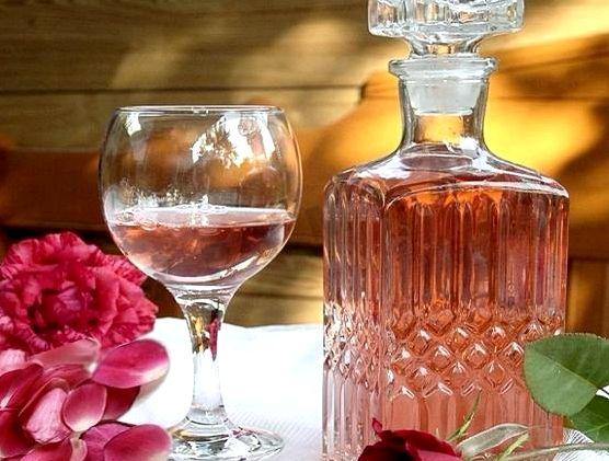 Вино из лепестков роз в домашних условиях простой рецепт